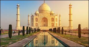 Dans quel pays se situe le Taj Mahal ?