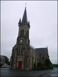 Nous sommes dans les Pays-de-la-Loire devant l'église de Saint-Julien-des-Églantiers. Ancienne commune rattachée à Pré-en-Pail, elle se situe dans le département ...