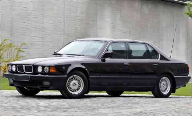 Dans les modèles du constructeur bavarois, cette automobile est la plus grosse berline du manufacturier que je connaisse. Pouvez-vous me la nommer ?
