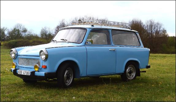 Finissons notre tour automobile allemand avec deux voitures venues de la République démocratique allemande. Je vous présente la première, quel est son nom ?