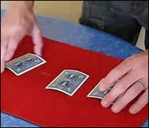 Quel est ce jeu d'argent interdit en France, jeu de dupe où il faut deviner une des trois cartes manipulées par un charlatan ?