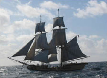 Quel est ce voilier à deux mats, navire de prédilection des pirates et corsaires, car rapide et maniable ?