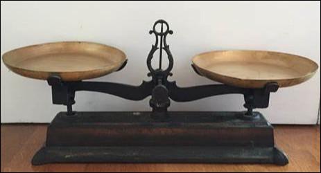 Quel est cet instrument de pesage à deux fléaux qui porte le nom de son inventeur ?