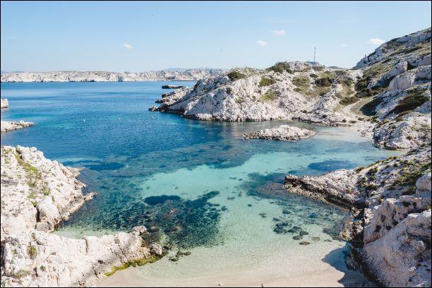 Allons trouver un peu plus de soleil du côté de Marseille ! Laquelle de ces îles ne fait pas partie des Calanques ?