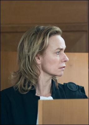 Dans quel téléfilm, diffusé le 2 octobre 2018, l'avocate est jouée par Sandrine Bonnaire et sa cliente Chloé est jouée par Maïra Schmitt ?