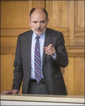 Dans quel téléfilm, diffusé le 5 septembre 2017, l'avocat est joué par Jean-Pierre Darroussin et son client Cyril Delamarche est joué par Thomas Jouannet ?