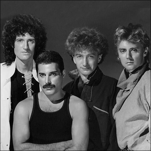"""Formé en 1970, ce groupe de rock britannique est devenu l'un des plus grands groupes de rock. Le groupe n'a jamais arrêté sa carrière. Farrokh Bulsara alias Freddie Mercury, le chanteur du groupe, est mort le 24 novembre 1991 du sida. Parmi leurs plus grands titres, on peut citer """"Bohemian Rhapsody"""" (1975), """"We Will Rock You"""" et """"We Are the Champions"""" (1977)."""