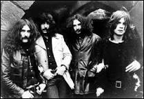"""Formé en 1968, ce groupe de hard rock britannique est considéré comme l'un des fondateurs du heavy metal. L'un de leurs plus grands singles est """"Paranoid"""", sorti en 1970."""