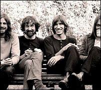 """Groupe de rock britannique formé en 1965, il a vendu plus de 365 millions d'albums dans le monde. L'un de leurs plus célèbres singles est """"Another Break in the Wall"""", sorti en 1979."""