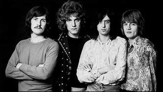 """""""Whole Lotta Love"""" (1969), """"Stairway to Heaven"""" (1971) et """"Kashmir"""" (1975) font partie de la discographie de ce groupe de rock britannique formé en 1968 et dissous en 1980. Jimmy Page et Robert Plant en ont fait partie."""
