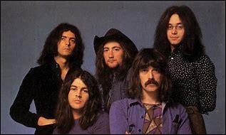 """Formé en 1968, ce groupe de hard rock britannique s'est séparé en 1976 et s'est reformé en 1984. Sa composition a beaucoup varié. Parmi leurs plus grands singles, on peut citer """"Smoke on the Water"""" dans l'album Machine Head (1972)."""