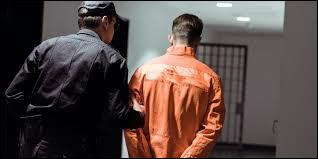 En argot, c'est un gardien de prison.