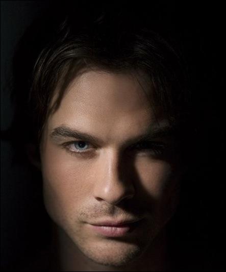 Qui se rend compte que Damon n'est pas si méchant qu'il ne veux le faire croire ?