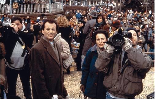 Il doit couvrir un évement avec Rita et son caméraman dans la petite ville de :