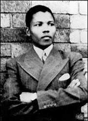"""Nelson Mandela portait à la naissance un autre prénom, """"Rolilahlah"""" : que signifie-t-il en langue xhosa ?"""