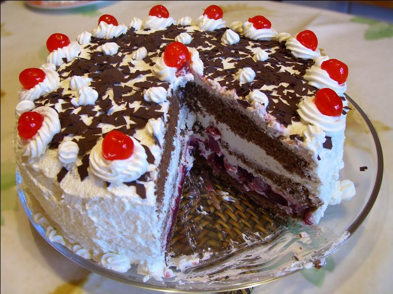 Avant de vous régaler avec ce dessert, répondez à cette question. Quelle eau-de-vie entre dans la composition de ce gâteau venu d'Allemagne ?