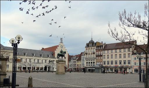 Ville allemande de 46 000 habitants, située dans le land de Rhénanie-Palatinat, longtemps revendiquée par la France :