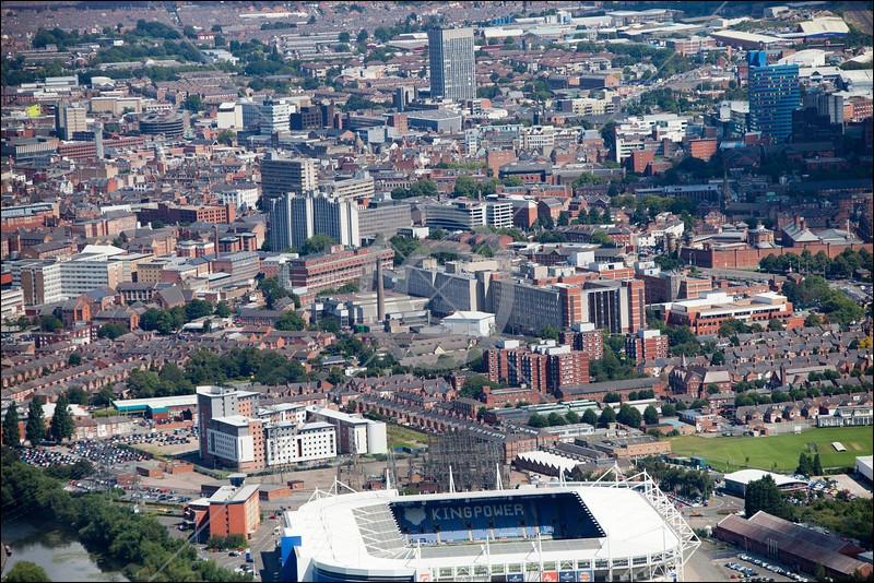 Ville anglaise de 300 000 habitants, située dans les Midlands :