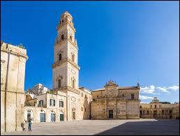 Ville italienne de 95 000 habitants, située dans les Pouilles, célèbre pour ses bâtiments de style baroque :