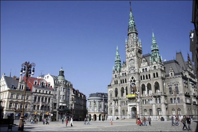 Liberec, ville de 100 000 habitants, traversée par la Neisse, se trouve en ...