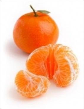 La clémentine doit son nom au père Clément, prêtre et agronome de la région d'Oran. Le fruit est le produit d'un hybride entre deux arbres :