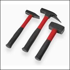 Le marteau est le nom d'une pièce mécanique du/de la :