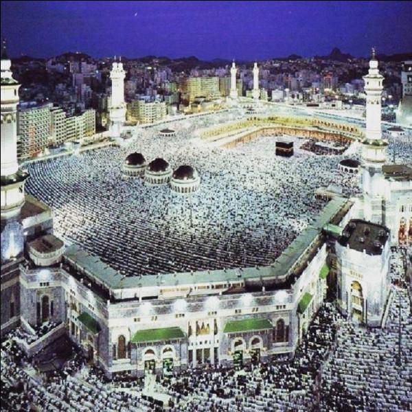 Dans quel pays se trouve la ''Mosquée al-Harâm'', la plus grande mosquée du monde ?
