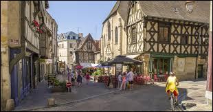 Dans quel département se trouve la ville de Montluçon ?
