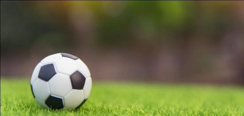 Sur quoi joue-t-on au foot ?