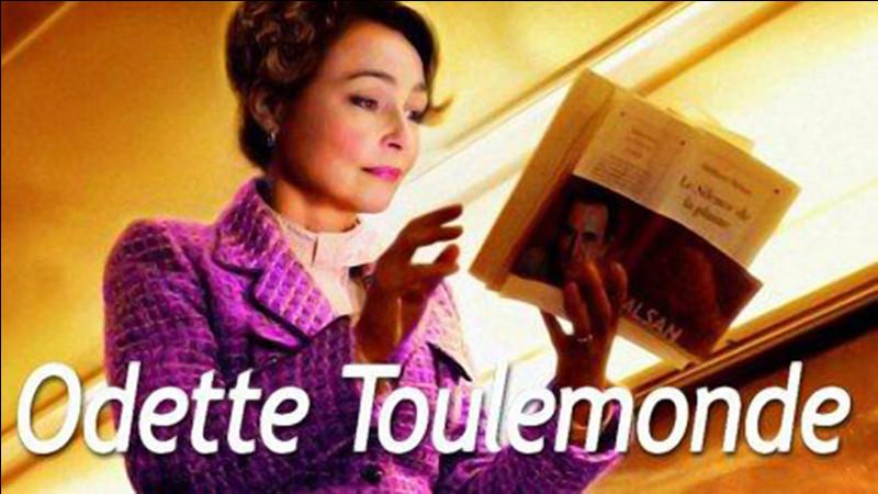 """Quel écrivain français a réalisé le recueil de nouvelles """"Odette Toulemonde et autres histoires"""" (2008) ?"""