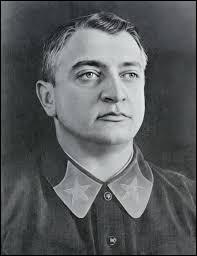 En 1915, le militaire russe (et futur maréchal de Staline) Mikhaïl Toukhatchevski est détenu au fort d'Ingolstadt avec un jeune officier français, Charles de Gaulle.