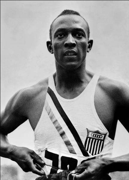 En 1935, lors d'un championnat américain, Jesse Owens bat en l'espace d'une heure, 6 records du monde.