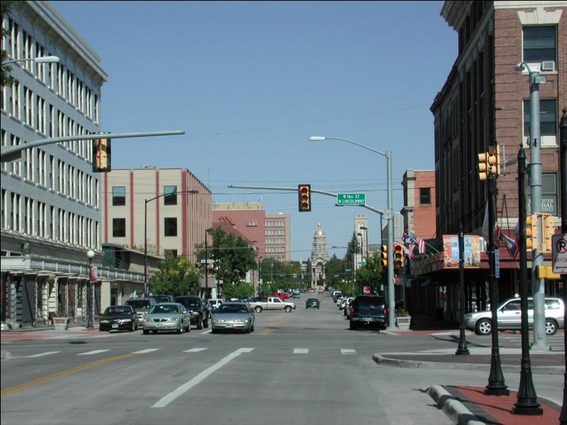 De quel Etat Cheyenne, ville de 60 000 habitants, est-elle la capitale et la plus grande ville ?