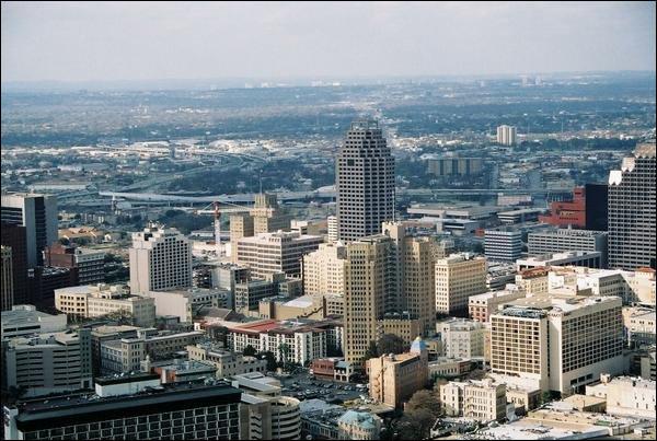 Dans quel Etat se trouve la grande ville de San Antonio ?