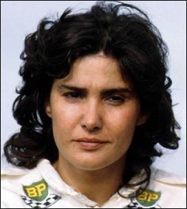 Poursuivons avec cette femme, qui a été une pilote automobile et qui a notamment couru dans l'un des championnats les plus dangereux au monde. Quel est son nom ?