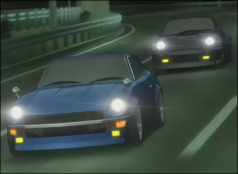 Voici un extrait de l'adaptation animée du manga Wangan Midnight. Au premier plan se trouve une Datsun 240Z, comment se nomme la voiture noire qui est derrière ?