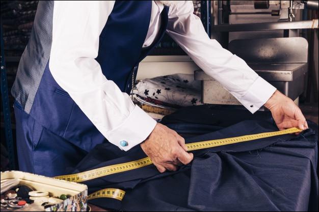 Mesurer un tissu en l'enroulant autour de l'avant-bras !