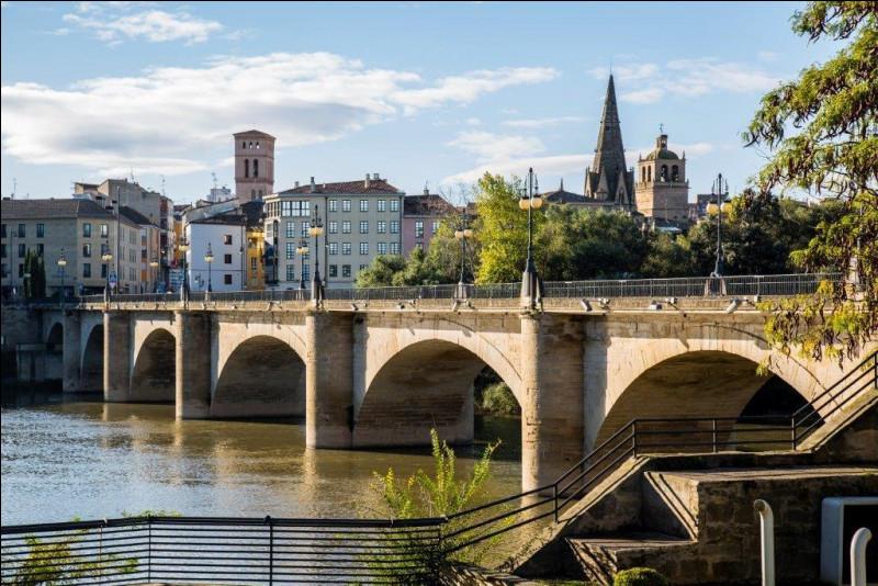 Ville de 150 000 du nord de l'Espagne, située sur l'Èbre, capitale de La Rioja :