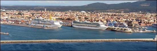 Ville italienne de 150 000 habitants située en Toscane, port sur la mer ligurienne :