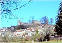 Nous terminons notre balade en Auvergne-Rhône-Alpes, à Viverols. Village de l'arrondissement d'Ambert, il se trouve dans le département ...