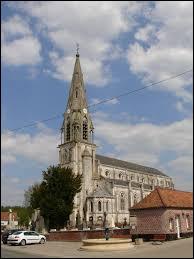 Nous sommes dans les Hauts-de-France devant l'église Saint-Martin de Campagne-lès-Hesdin. Commune de l'arrondissement de Montreuil-sur-Mer, elle se situe dans le département ...