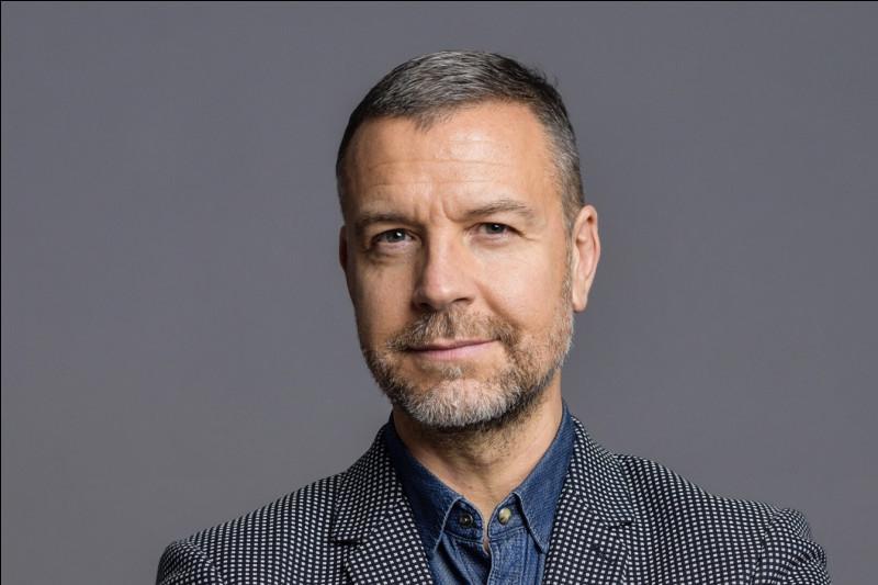 Qui est ce présentateur et producteur de l'émission de radio française de vulgarisation scientifique ''La Tête au carré'' ?