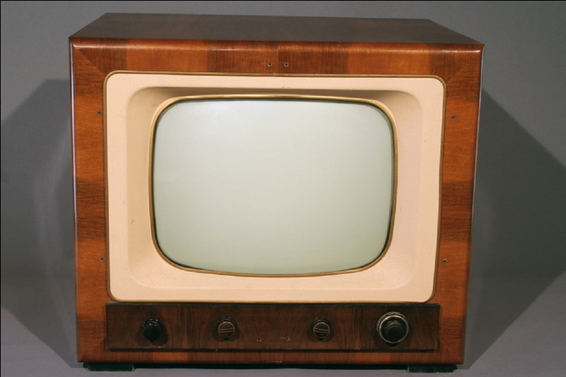 Quelle était la couleur du carré dont le rôle était d'avertir les téléspectateurs qu'un film n'était pas ''pour tout public'' ?