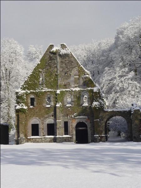 Au 18e siècle, trois bières de densité différentes sont brassées au sein de l'abbaye de Villers, pour quels publics ?