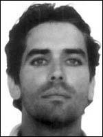Je me suis échappé deux fois de prisons : une fois en 1987 et une deuxième en 1991. Lors de ma deuxième détention j'ai tué mon compagnon de cellule. Ma tpete est à 100 000 $. Qui suis-je ?