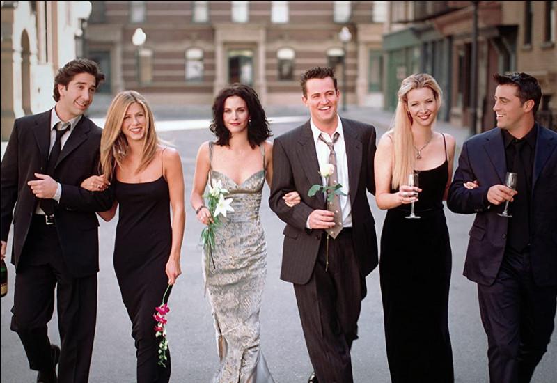 Où s'est déroulé le premier baiser de Ross et Rachel ?