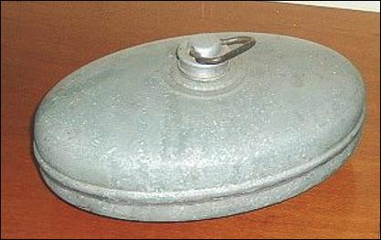 Quel est ce récipient en métal, étanche qui sert à contenir de l'eau chaude ?