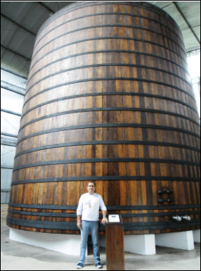 Quel est ce récipient, un énorme tonneau d'une très grande capacité qui sert au stockage des alcools ?