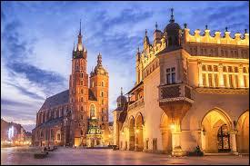 Cette ville est située en Pologne, on peut y trouver la cathédrale du Wawel, c'est :