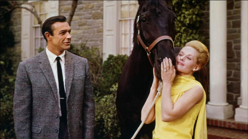 Dans quel film d'Alfred Hitchcock, sorti en 1964, est-il Mark Rutland qui engage dans sa société puis épouse le personnage joué par Tippi Hedren ?